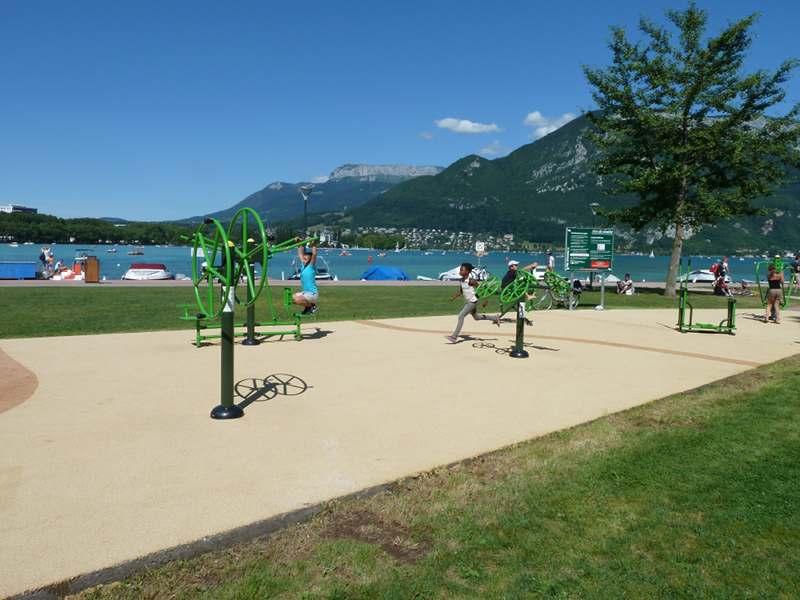 fitness sur les bord du lac d'annecy