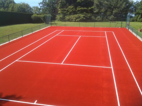 Terrain de tennis en gazon synthétique