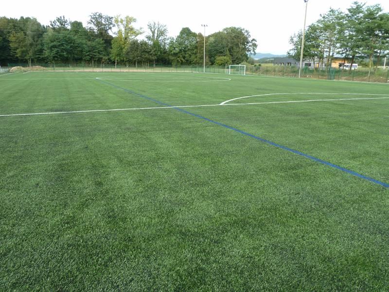 Transformation stabilisé en terrain de football en gazon synthétique