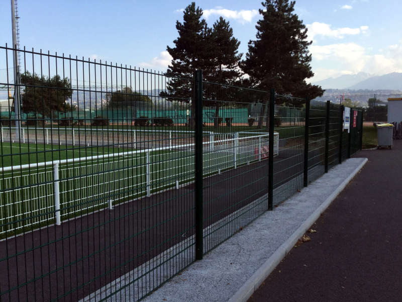 clôture en rouleaux et portail